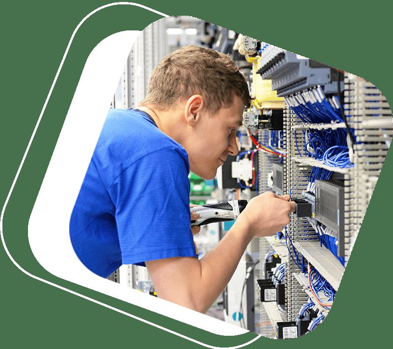 Fachkräfte im Bereich Elektrotechnik